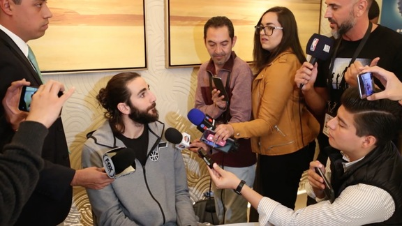 Ricky Rubio holds media availability in Spanish