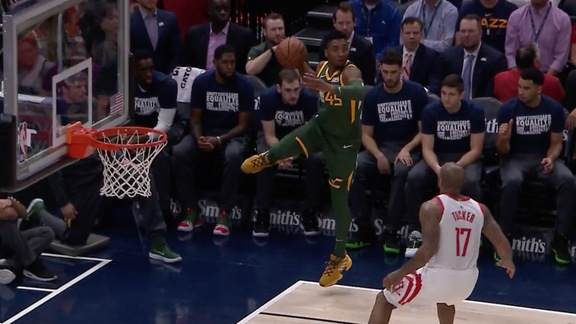 WATCH: Donovan zips a pass to the corner for a Crowder 3