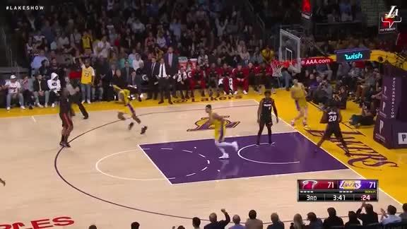 Lonzo's One-Handed Slam