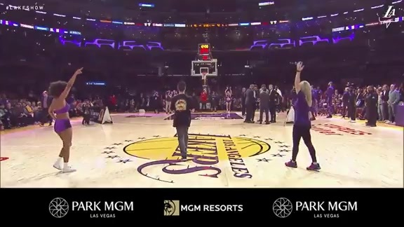 Fan Hits Half Court Shot to Win $100k | Los Angeles Lakers