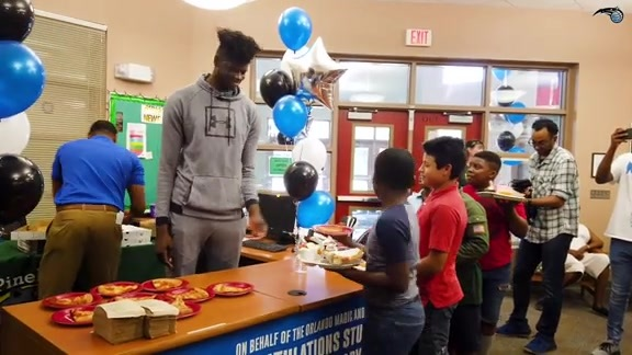 Bamba Surprises Local Students With Papa John's Pizza Party