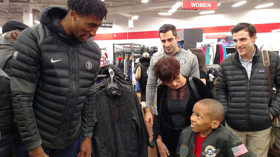 Rondae Hollis-Jefferson Greets Young Fan