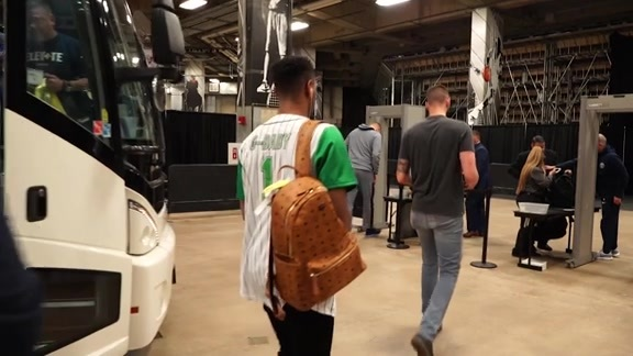 Nuggets Arrive in San Antonio for Game Three