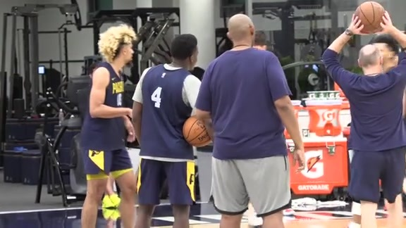 Nate McMillan Gives Update on Victor Oladipo