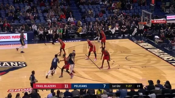 Jrue Holiday Slices Through the Defense