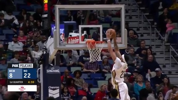 Holiday Finds Davis for the Alley-Oop