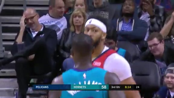 Anthony Davis scores 19 at Hornets