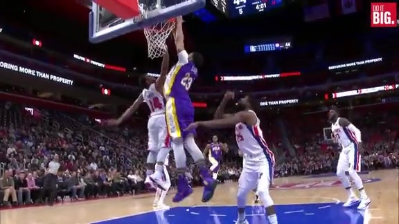 Anthony Davis with the Alley-Oop