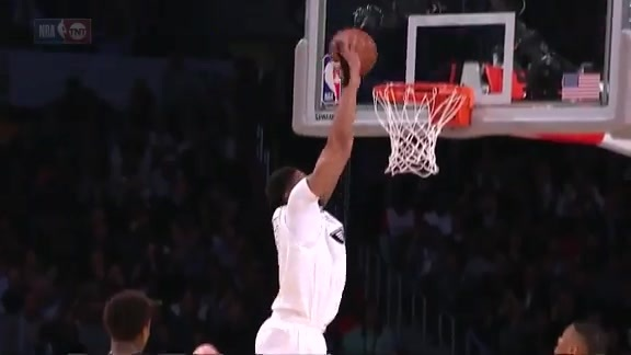 Anthony Davis Slams the No-Look Pass from LeBron James