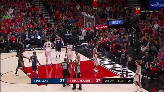 Anthony Davis runs the floor, finishes with contact
