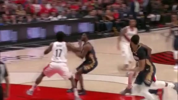 Davis effortlessly throws it down...again