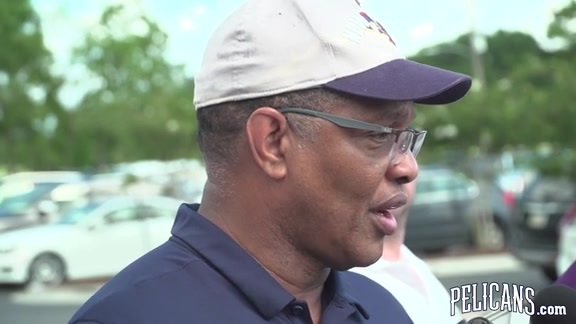 Alvin Gentry speaks at the 2018 New Orleans Saints Hall of Fame Charity Golf Tournament