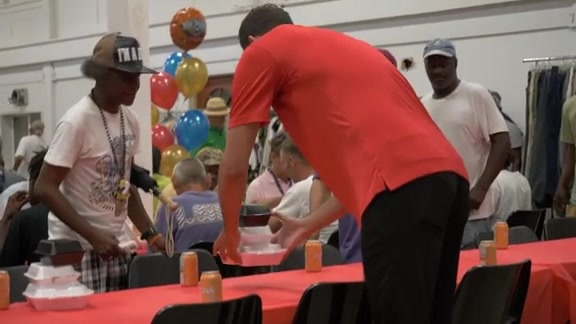 In the Community: Nikola Mirotic offers shaves and meals at New Orleans Mission
