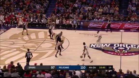 Jrue Holiday puts up 21 against the Spurs