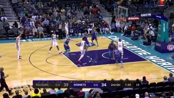 Tim Frazier with the pocket pass to Randle