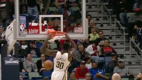 Julius Randle hammers it home