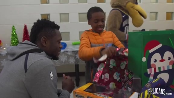 Julius Randle Surprises Families with Gifts at Salvation Army Center of Hope