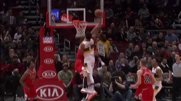 Jahlil Okafor elevates over Robin Lopez | Pelicans at Bulls Highlights