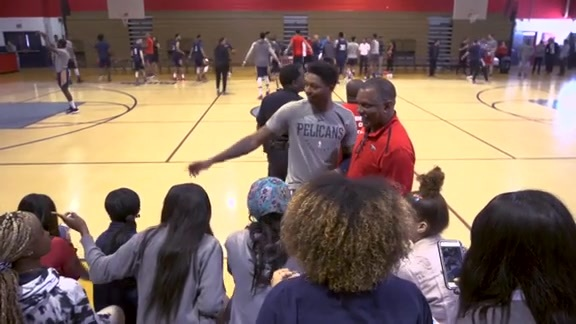 Pelicans hold practice at John Ehret High School