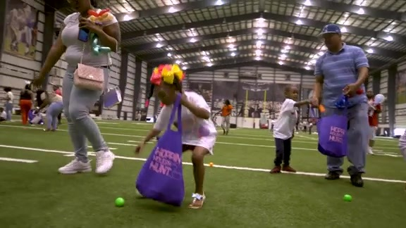 Jrue Holiday hosts local community Easter Egg Hunt