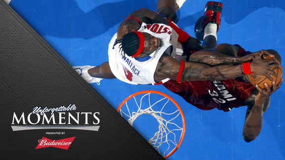 Unforgettable Moments, presented by Budweiser: Big Ben Blocks Shaq