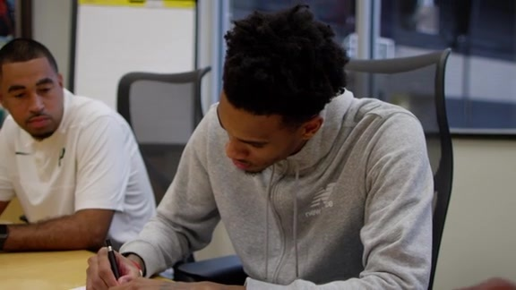 Dejounte Murray Signs Contract Extension