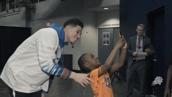 Devin Booker Hosted a Family from his Shop with a Jock Event to a Suns Game