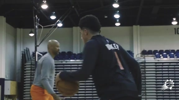 2018 Suns Training Camp Day Two: Booker on Using Left Hand