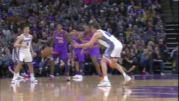 Bridges Steal Leads to Two-Handed Jam