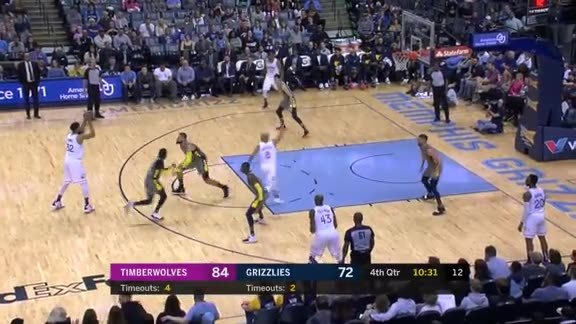 Okogie Makes A Strong Move To The Hoop