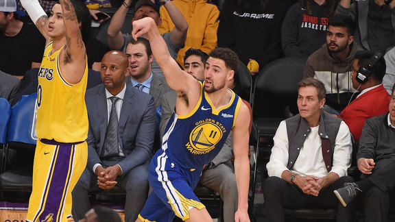 Warriors Film Session: Thompson Hot in L.A.