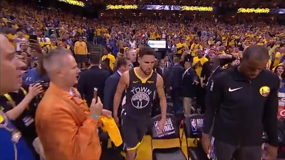 Klay Walks Back On to Court to Shoot Free Throws